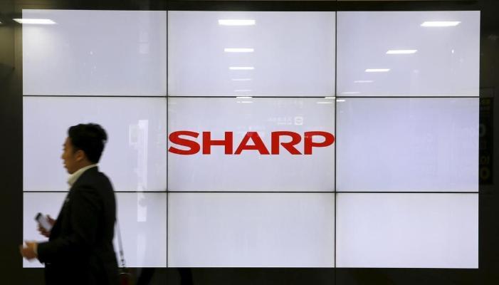 Sharp Ýaponiýada Teslany kazyýete berip, elektromobilleriň getirilmegini gadagan etmegi talap edýär
