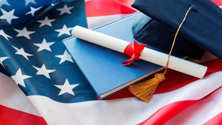 Вузы США просят суд отменить решение властей по визам иностранных студентов