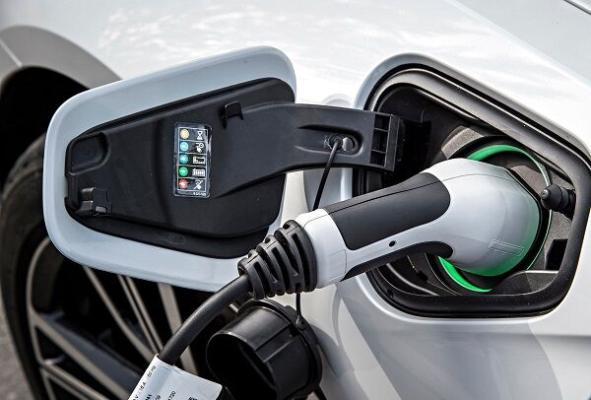 Ýewropada elektromobilleri mugt berip başladylar