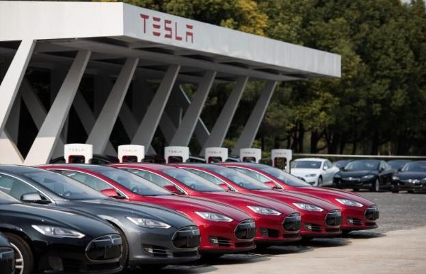 Tesla «Toyotadan» öňe geçip, iň gymmat awtomobil kompaniýasy boldy