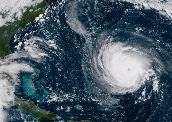 На побережье США движется опасный ураган