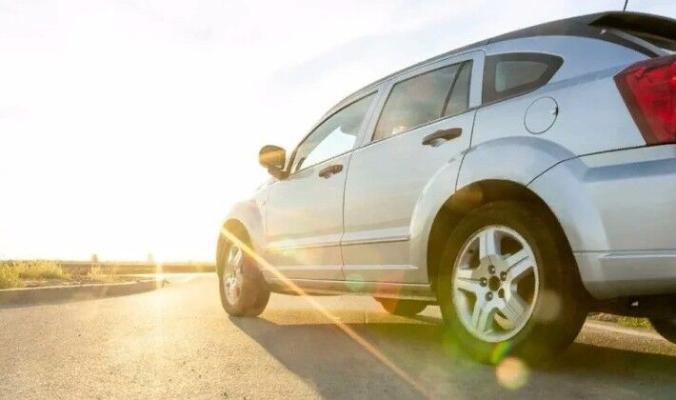 Автоэксперт посоветовал, как защитить автомобиль в жару