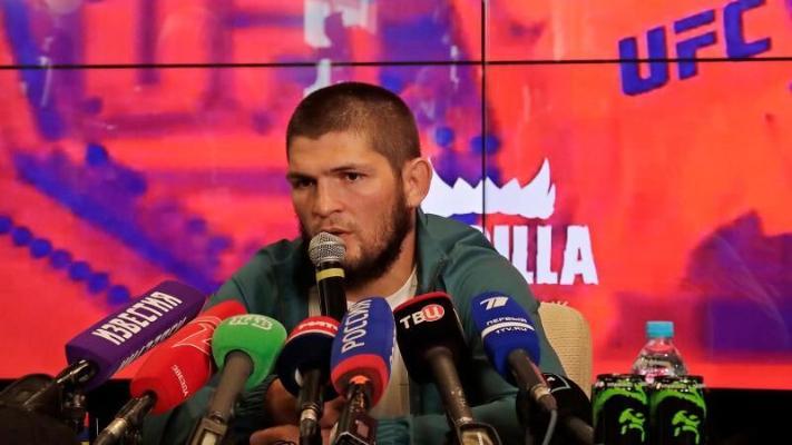 Habib Nurmagomedow žurnalistleriň sowallaryna jogap berdi