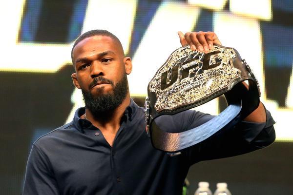 Джон Джонс отказался от чемпионского пояса UFC в полутяжелом весе