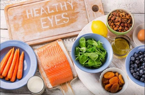Офтальмолог перечислил продукты, улучшающие зрение