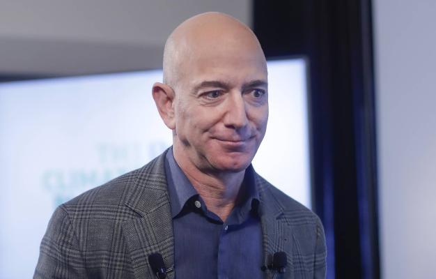 Amazon kompaniýasynyň ýolbaşçysy Jeff Bezosyň baýlygy $200 milliarda ýetdi