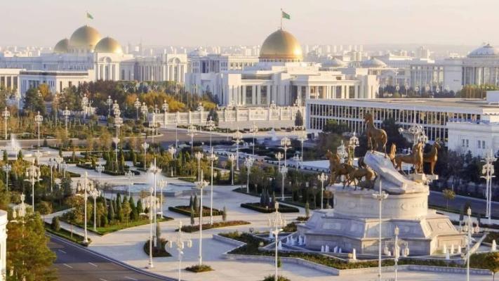Türkmenistanyň Prezidenti döredijilik merkeziniň gurluşygy  bilen tanyşdy