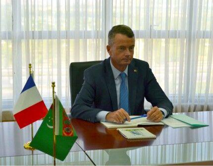 R.Meredow Fransiýanyň Türkmenistandaky ilçisi bilen duşuşdy