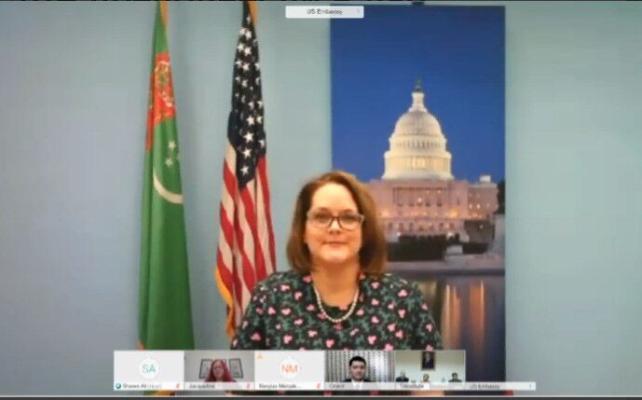 Государственный цирк Туркменистана получил спецоборудование из США