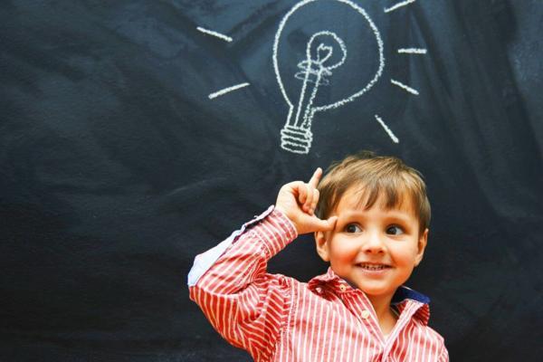 20 вопросов, которые помогут ребёнку развить сообразительность