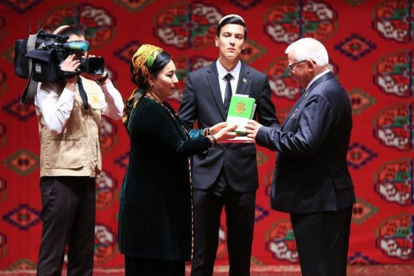 В Ашхабаде прошли церемонии вручения госнаград
