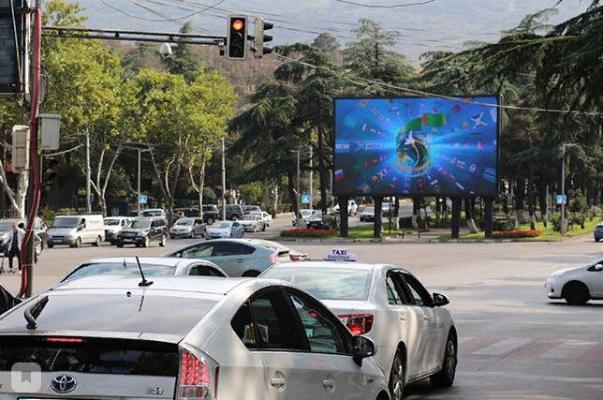 В Тбилиси на больших уличных мониторах запустили видеоролик о Туркменистане