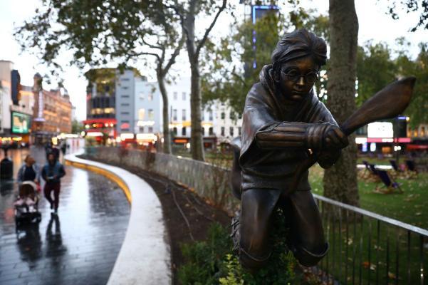 В Лондоне установили статую Гарри Поттера
