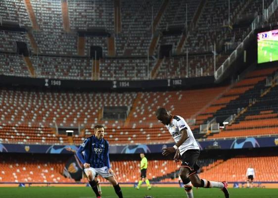 УЕФА разрешил заполнять трибуны стадионов на 30%