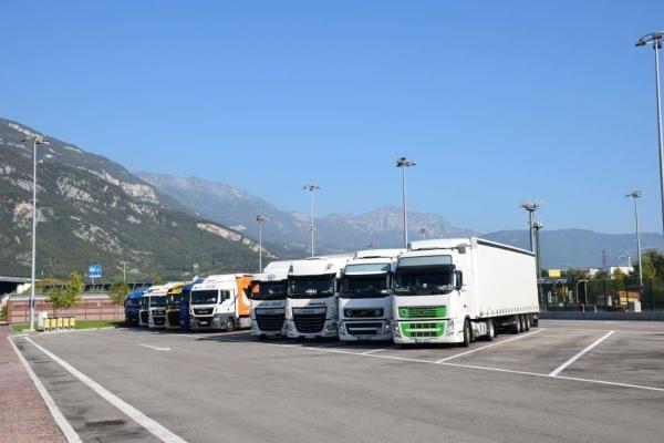 Туркменистан продлил грузоперевозки через КПП на границах с Ираном и Казахстаном