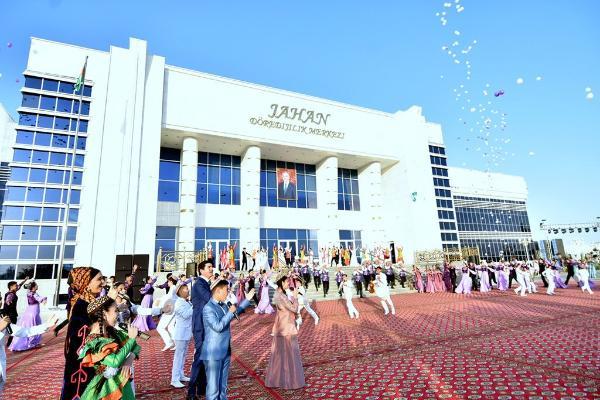 В Ашхабаде открылся творческий центр «Jahan»