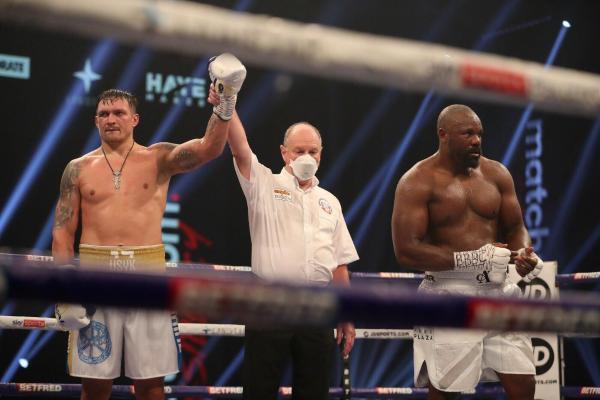 Украинский боксер Усик одолел британца Чисору
