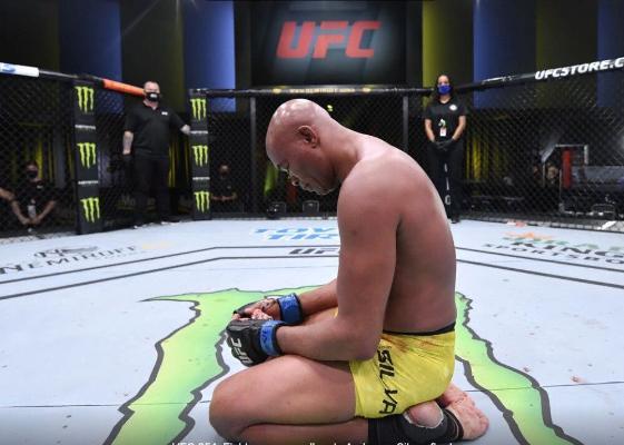 Бывший чемпион UFC Андерсон Силва завершил карьеру после поражения