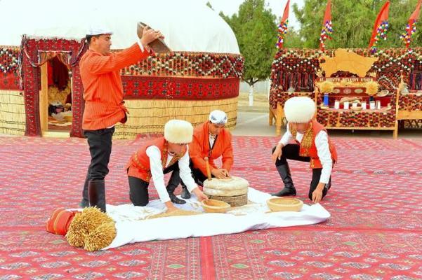 Türkmen daýhanlary zähmet üstünlikleri barada habar berdiler
