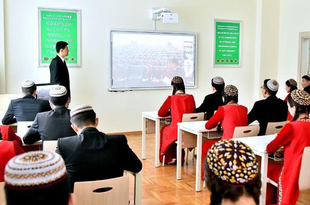 Türkmenistanda tebigy we takyk ylmy ugurlara degişli dersleriň okadylyşy kämilleşdiriler