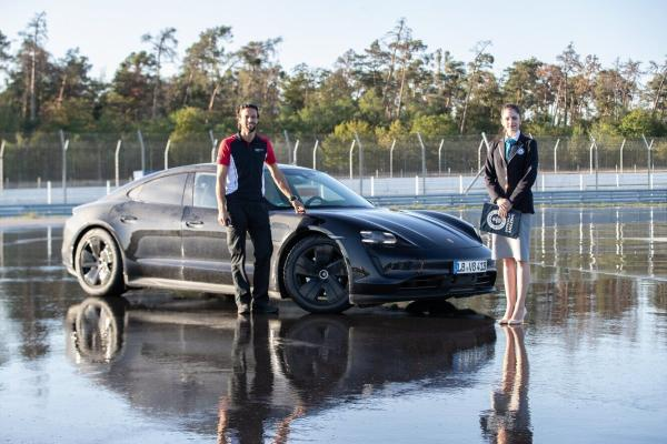 Porsche Taycan внесен в Книгу рекордов Гиннесса за длительный непрерывный дрифт