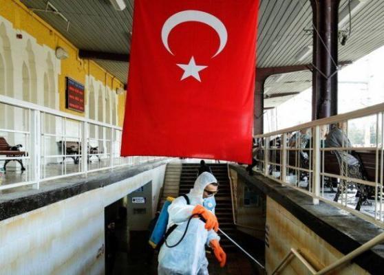 В Турции начали действовать жесткие ограничительные меры