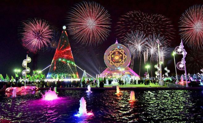 Праздничные мероприятия у Главной елки Туркменистана отменены