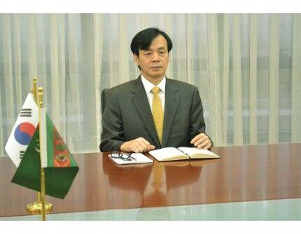 Глава МИД Туркменистана провел встречу с послом Республики Корея