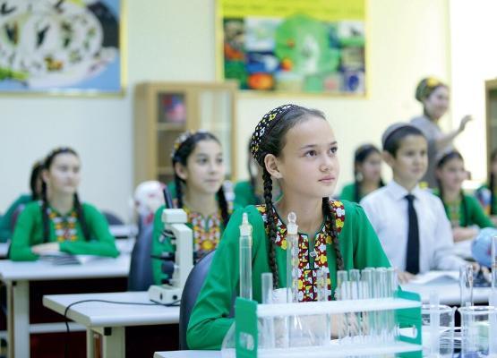 Türkmenistan tebigy we takyk ylmy ugurlara degişli dersleriň okadylyşyny kämilleşdirýär