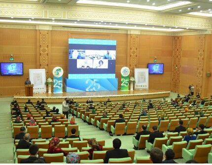 «Türkmeniň döwletlilik ýörelgesi» kitaby gruzin dilinde neşir edildi
