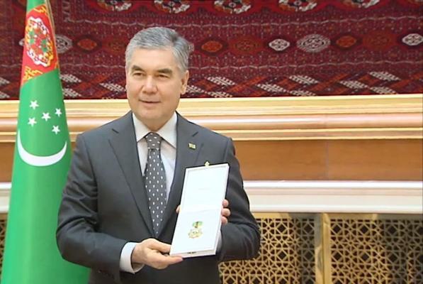 Бердымухамедов награжден орденом Туркменистана «Bitaraplyk» и юбилейной медалью «Türkmenistanyň Bitaraplygynyň 25 ýyllygyna»