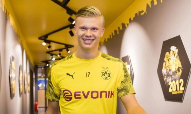 """Dortmundyň """"Borussiýasynyň"""" hüjümçisi Holland """"Golden Boy"""" baýragyny aldy"""