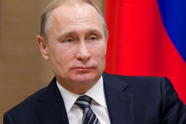 W.Putin öňki Prezidentiň eldegrilmesizligi baradaky kanuna gol çekdi