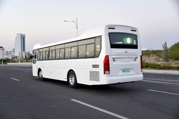 В новогоднюю ночь общественный транспорт в Туркменистане будет курсировать до двух часов ночи