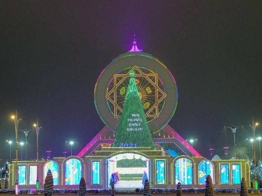 Главная новогодняя ёлка Туркменистана признана самой высокой в Центральной Азии