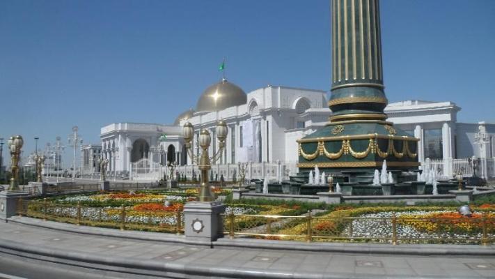 Türkmenistanyň Prezidenti prokurorlary wezipä bellemek we boşatmak hakynda resminamalara gol çekdi