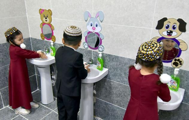 В школах и вузах Туркменистана из-за глобальной пандемии усиливаются меры профилактики