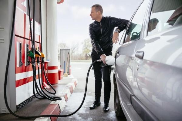 Эксперты развеяли миф о переполненном бензобаке