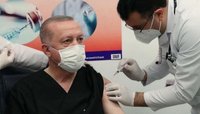 Президент Турции Эрдоган сделал прививку от коронавируса