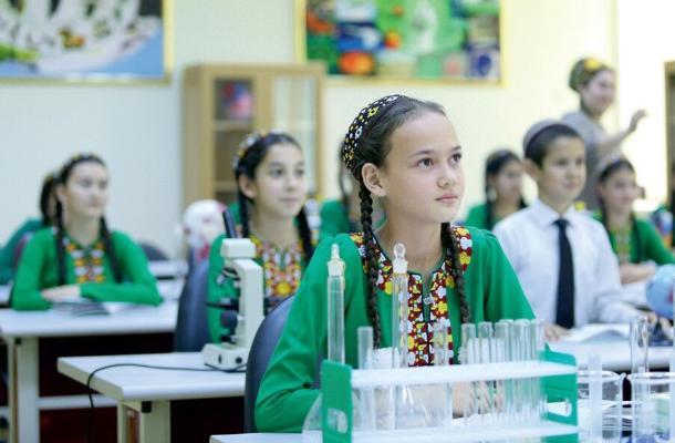 Türkmen mekdep okuwçylary halkara ders bäsleşiginde kümüş we bürünç medallary aldylar
