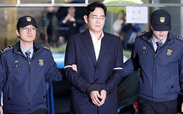 Глава Samsung получил 2,5 года тюрьмы в ходе пересмотра дела о коррупции