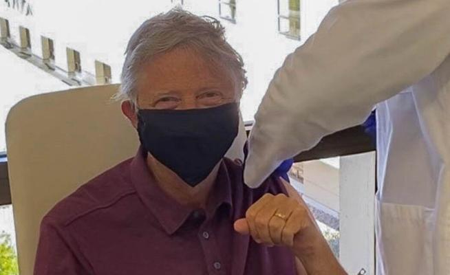 Bill Geýts koronawirusa garşy sanjym etdirdi