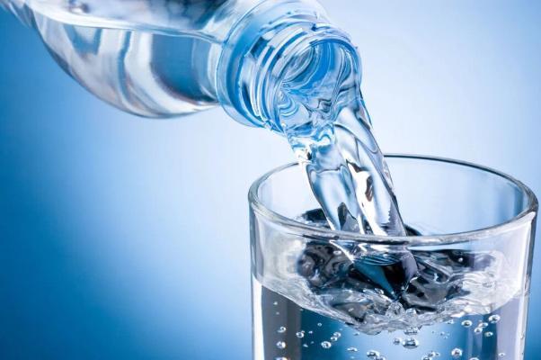 Врач-диетолог развеял три популярных мифа об употреблении воды