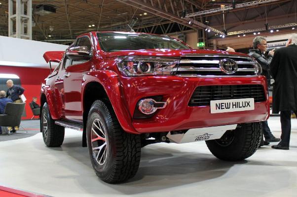 Toyota презентовала обновлённый пикап Hilux AT35