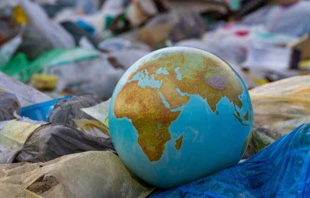 Ученые: Уникальные свойства урана могут очистить землю от мусора