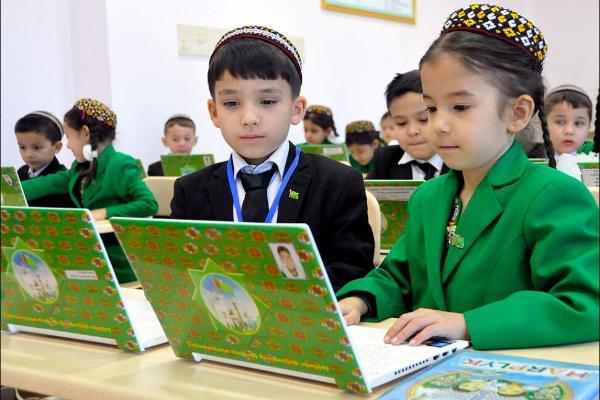 В системе гособразования Туркменистана будут созданы внешкольные платные курсы