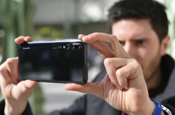 Smartfonuň kamerasyny kiçeltmegiň we kämilleşdirmegiň usuly tapyldy
