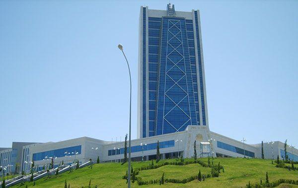 Нефтегазовому университету в Ашхабаде присвоено имя Ягшыгельды Какаева