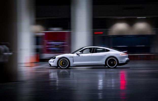 Porsche Taycan ýapyk binada tizlik rekordyny goýdy