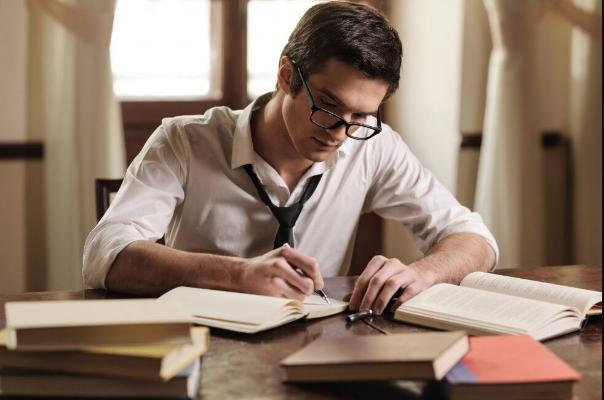 Ученые объяснили, что помогает человеку быстро читать